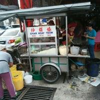 Photo taken at Heng Huat Café by Ÿannkeh 🍁 on 5/1/2015