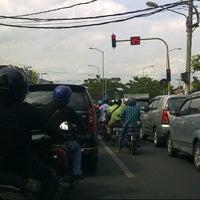 Photo taken at Perempatan Kedung Cowek by Bean ㅤ. on 1/14/2013
