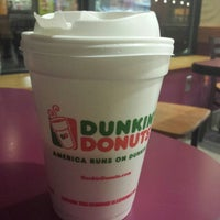 Photo taken at Dunkin Donuts by 👑 D🅰vut A. on 1/4/2014