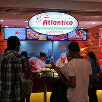 Photo taken at Restaurante e Pizzaria Atlântico Express by Kazuhiro N. on 1/27/2015