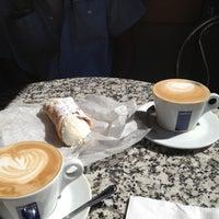 Foto scattata a Caffe Vittoria da Brooke M. il 7/10/2012