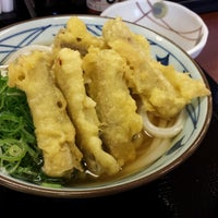 Photo taken at 丸亀製麺 宮崎住吉店 by Go T. on 10/4/2013