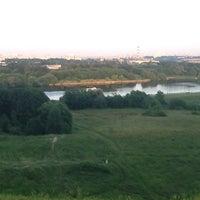 Das Foto wurde bei Смотровая площадка von Uliana E. am 6/29/2013 aufgenommen