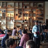 Foto scattata a Toby's Estate Coffee da Andrew M. il 4/13/2013