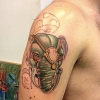 2/16/2013 tarihinde Cihan S.ziyaretçi tarafından Diagon Tattoo'de çekilen fotoğraf
