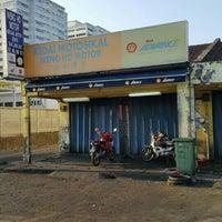 Photo taken at Kedai Motosikal Hweng Ho Motor by Khairul Z. on 4/14/2016