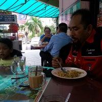 Foto diambil di Restoran Nasi Kandar Hassaniah oleh Khairul Z. pada 8/28/2014
