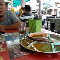 Foto diambil di Restoran Nasi Kandar Hassaniah oleh Khairul Z. pada 8/29/2014