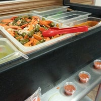 Foto tomada en Roberto's Taco Shop por Ivy R. el 12/4/2012