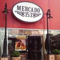 Foto tirada no(a) Mercado 153 por Luciana L. em 12/16/2012