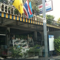 Photo taken at Lert Ros Kai Yang by หรั่ง ศักดิ์ชัย P. on 12/18/2012