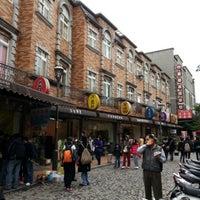 Photo taken at 鶯歌陶瓷老街商圈 Yingge Pottery Street by Timothy H. on 1/27/2013