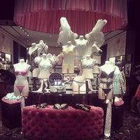 Снимок сделан в Victoria's Secret пользователем Настёна Р. 7/5/2013