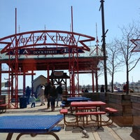Photo prise au Navy Pier Food Court par Elena R. le4/22/2013