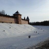 Das Foto wurde bei Novgorod Kremlin von E. A.🍊 am 3/17/2013 aufgenommen