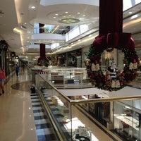 Photo taken at Fast Shop by Alê P. on 11/28/2012