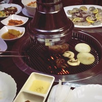 Foto tirada no(a) Korean BBQ гриль por Ariana M. em 11/19/2017