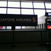 Photo taken at Singapore Airlines Check-in Counter by Kris B. on 9/18/2012