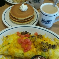 Photo taken at IHOP by Edgar D. on 1/31/2016