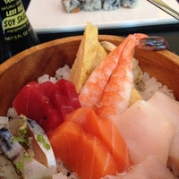 Photo prise au Masamoto Sushi & Asian Grill par Maya C. le8/7/2014