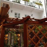 Foto scattata a Hotel Salvator da Jennifer H. il 11/21/2012