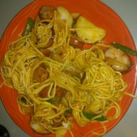 Photo taken at HuHot Mongolian Grill by Sorche R. on 12/14/2012