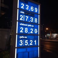 Photo taken at Esso Ramkhamhaeng by ReviewbyBiere .. on 7/29/2015