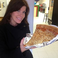 Photo prise au Jumbo Slice Pizza par Christine L. le2/23/2013