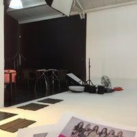 Foto tomada en Labloom Escuela de Fotografia y Artes Visuales por Fabian A. el 3/14/2013
