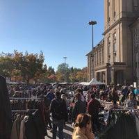 Foto scattata a Flohmarkt am Rathaus Schöneberg da Akos B. il 10/13/2018