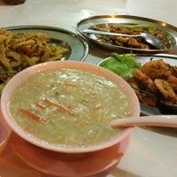 Photo taken at Hao Wei Restaurant by Anie🌵 . on 11/5/2017