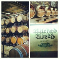 Foto tirada no(a) Wicked Weed Brewing por Marie C. em 2/16/2013