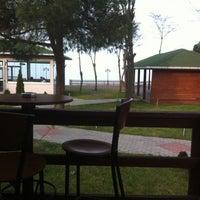 2/10/2013 tarihinde Jazz Pub & Roof Restaurant O.ziyaretçi tarafından Pupa Beach'de çekilen fotoğraf