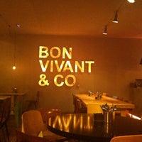 Foto tomada en Bon Vivant & Co. por Elena C. el 10/4/2014