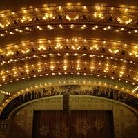 Снимок сделан в Auditorium Theatre пользователем Jay Y. 12/24/2012
