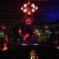 Das Foto wurde bei Taj Bar von Camille L. am 12/26/2012 aufgenommen