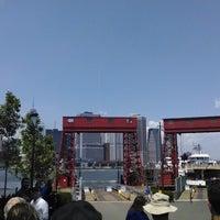 Das Foto wurde bei Governors Island Ferry - Soissons Dock Terminal von Glenn R. am 7/12/2014 aufgenommen