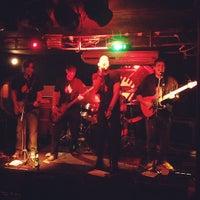 Foto tirada no(a) Stone Pub por Dudu A. em 12/13/2012