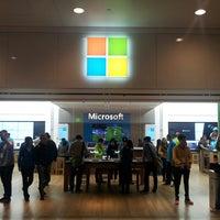Foto tirada no(a) Microsoft Store por Valdeir F. em 4/28/2013