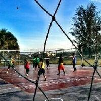 Photo taken at Futsal Coart Blok 16 by Sadlee N. on 2/9/2013