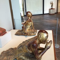 Photo taken at Crow Collection of Asian Art by Bei S. on 12/31/2014