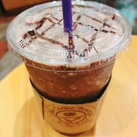 Photo taken at The Coffee Bean & Tea Leaf by preney on 10/31/2017
