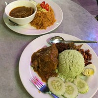 Photo taken at Nyonya Colors by Josephine Y. on 4/20/2015