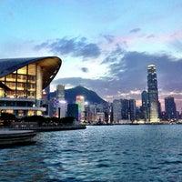Das Foto wurde bei Star Ferry Pier (Tsim Sha Tsui) von ttocS e. am 10/13/2013 aufgenommen