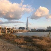 Photo taken at Jamsil Bridge by James Minku Kang 강. on 10/22/2017
