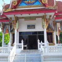 Photo taken at วัดรังษีสุทธาวาส (วัดไร่กล้วย) by Sakda V. on 4/24/2013