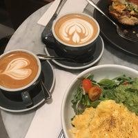 Foto tomada en Black Fox Coffee Co. por Karen K. el 9/9/2018