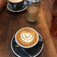 Снимок сделан в Black Fox Coffee Co. пользователем Karen K. 9/23/2018