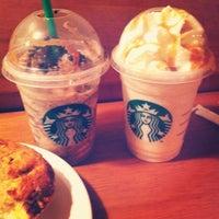2/8/2013 tarihinde Michele S.ziyaretçi tarafından Starbucks'de çekilen fotoğraf