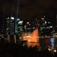 Foto tirada no(a) Marina Bay Sands Boardwalk por Lorma B. em 2/23/2013